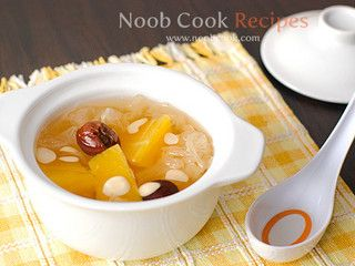 Papaya, snow fungus and almonds soup 雪耳燉木瓜