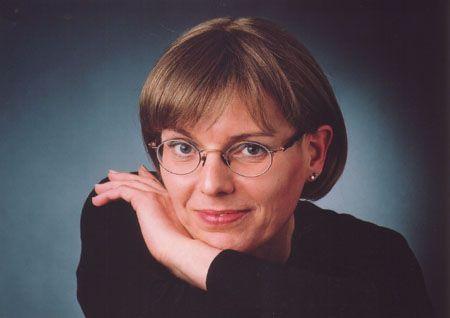 Die Autorin und Journalistin Severine Martens ist eine quer ausgestiegene Sozialarbeiterin mit fast vierzig Jahren Mehrhunde-Leben. Sie schreibt seit einigen Jahren heitere und besinnliche Geschich...