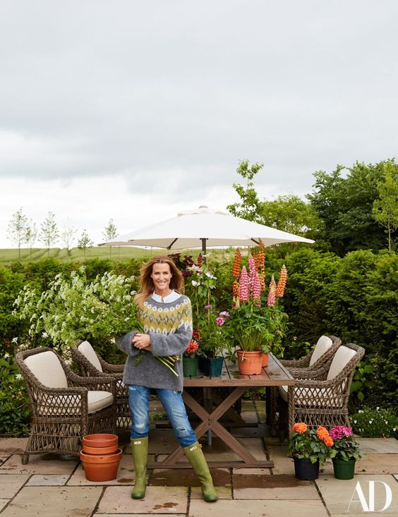 India Hicks needs a sweater and wellies for summer in Oxfordshire   archdigest.com