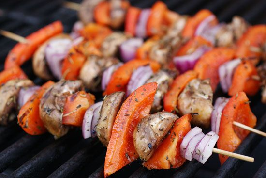 Chicken kabobs  The secret to cooking the perfect chicken kabobs...bacon. Who knew?  #grill #chicken #bacon