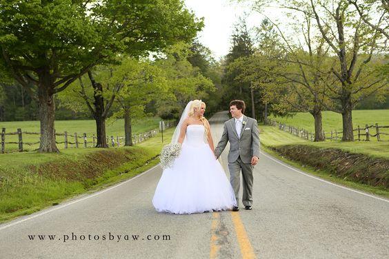 Country wedding in Ligonier, PA - Photography by Amanda Wilson www.photosbyaw.com