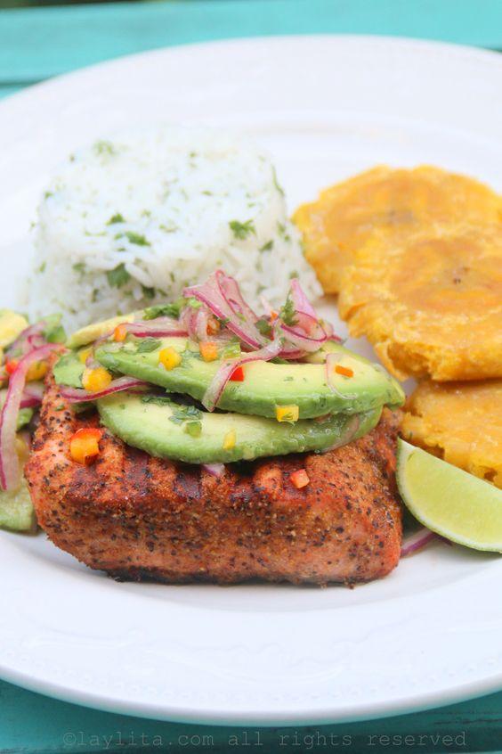 Peixe grelhado com salsa de abacate