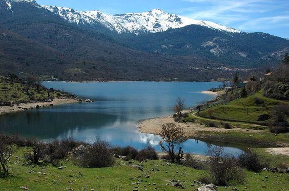 Corsica - Lacs Artificiels (de Barrages) Lac de Calacuccia est un lac du département de Haute-Corse situé à 793 m d'altitude, au sud de Calacuccia, formé par un barrage sur le Golo.
