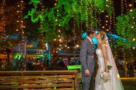 Couple | Wedding | Noivos | Casamento | Decoração de Casamento | Wedding Decor | Vestido de Noiva | Suit | Wedding Photoshoot | Inesquecível Casamento