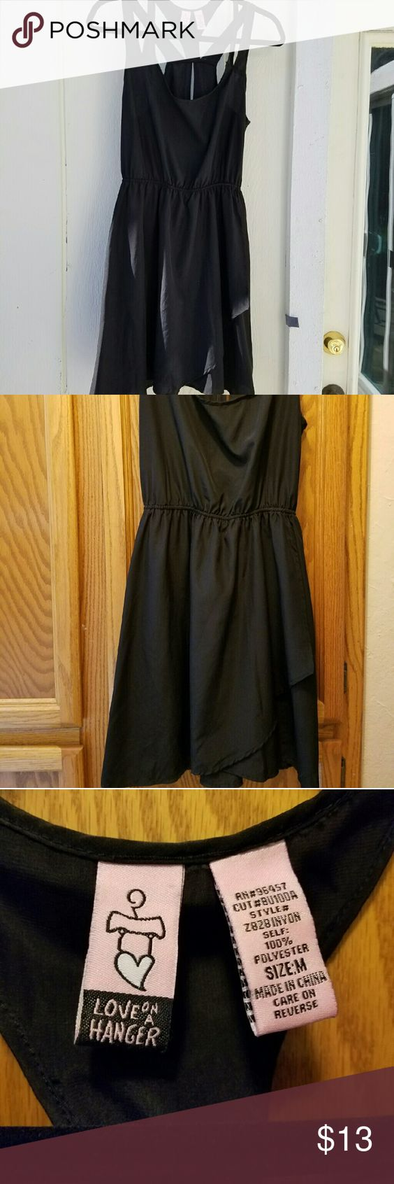 Dress medium Black dress.  Very flattering.  Worn once Dresses Midi