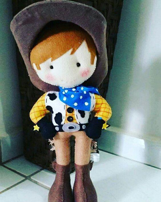 Menino Cawboy  http://www.elo7.com.br/284e50/loja
