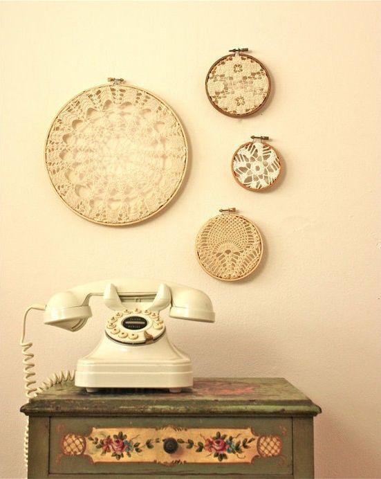 Além dos telefones antigos serem uma graça, amo o barulhinho do disco girando! Só nele a gente disca de verdade! :)