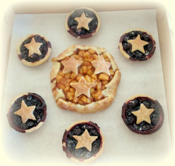 Mini blueberry pies and an apple gallette: