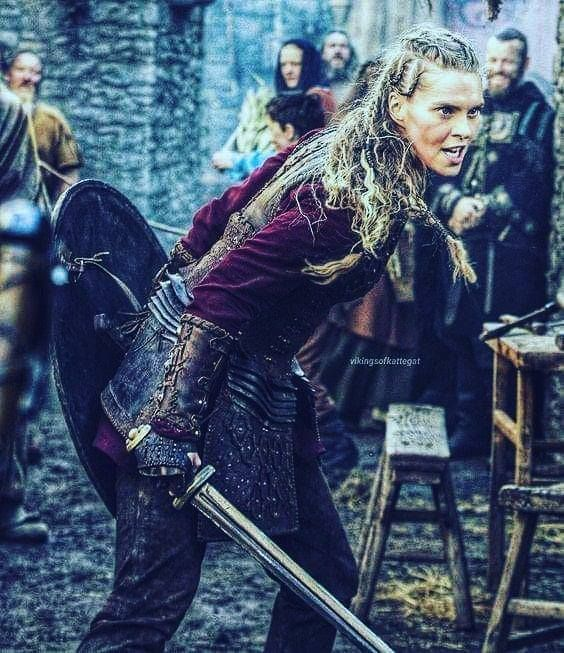 This Is The Woman That Actually Married Bjorn Ironside The King Of Scandinavian People Actually She Is Not A Simple C Viking Warrior Woman Norse Warrior Woman
