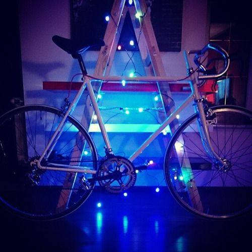 Christmas is coming #christmas #bike #bicycle #fix #fixed #singlespeed #photodaily #instapic (w: photodailyby-j.tumblr.com)