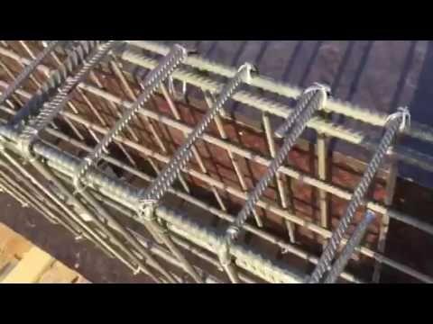 هل تثنى نهاية حديد الجسور داخل العمود على شكل زاوية عكفة العلوي فقط ام العلوي