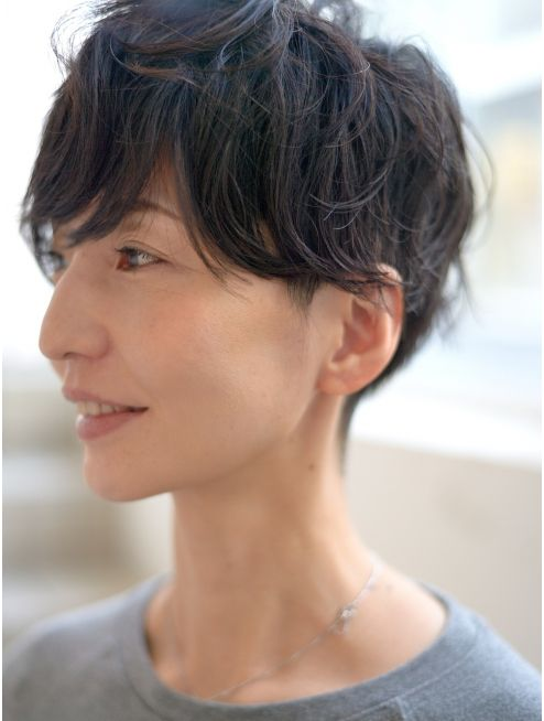 シルエットの綺麗な大人ショートパーマ ショート パーマ 美髪 髪型画像