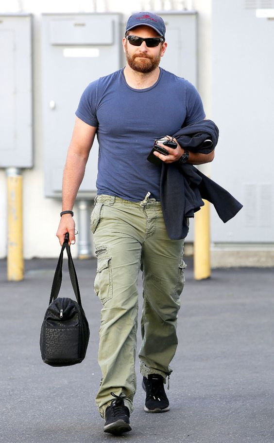 Bradley Cooper, is that YOU? We barely recognized the hunky dude in sporty wraparound sunnies, showing off his new buffed-up bod!