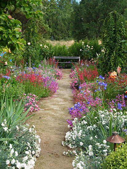 Theme gardens estates michael bates english country for Country garden ideas