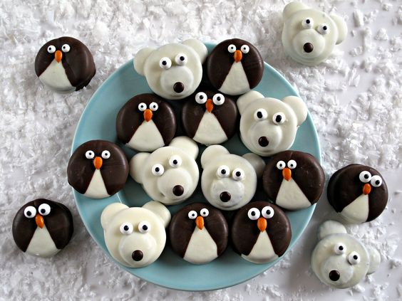 Penguin and Polar Bear Oreos- Delight in a winter themed snack with these adorable chocolate dipped Oreos decorated as penguins and polar bears! Simple instructions included.|The Monday Box