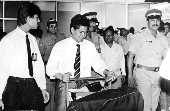1990 :: Sachin Tendulkar with his First Champagne Bottle pic