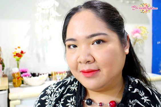 Here, I ombre style Poppy Dharsono Liquefied Matte Lip Color no 1 (peach echo) & no 9 (Crimson Red)
