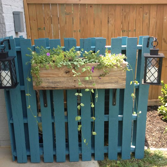 Pallet Cover for AC Unit – version copied off a pinterest idea – Cute…right? – (Love it!) — Love.the.Pallet.and.the.Planter.too!