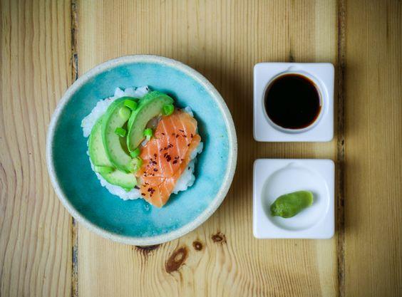 http://derultimativekochblog.com/2016/09/schnelle-sashimi-lachs-bowl/