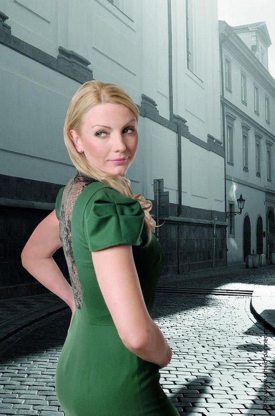 Simone Weghorn - Modedesign   Jagdcouture, Etuikleid, Spitze, Loden, Grün, Ärmel, Midi
