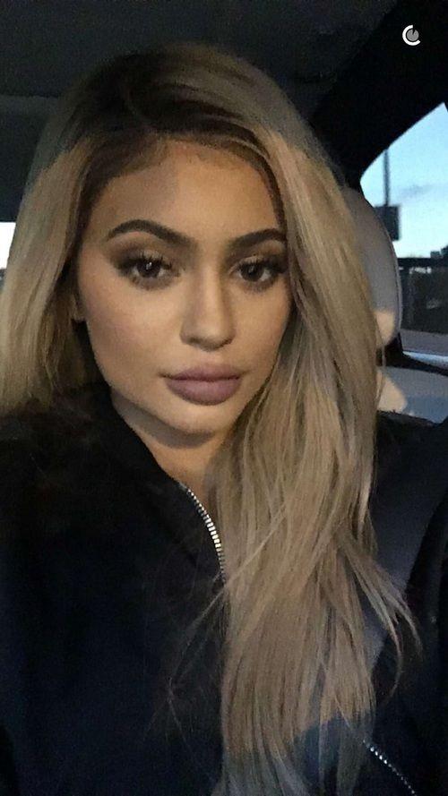 Kylie Jenner Blonde Hair Brown Lips Kylie Jenner Blonde Hair Kylie Jenner Blonde Kylie Jenner Hair