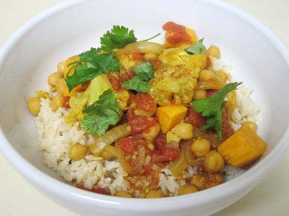 This quick, easy & HEALTHY vegetable curry can be made all in one pot, in 30 minutes. Vegetarian AND vegan-friendly!