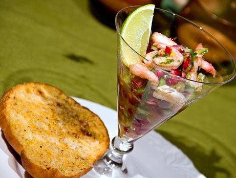 En medelhavsexplosion - Fräsch förrätt med räkor, sallad och granatäppl