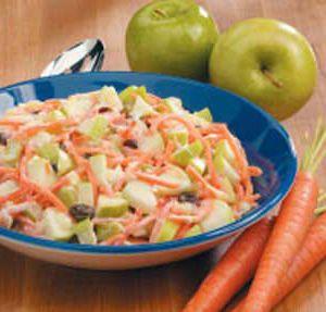 ¡Aprovecha el verano! Haz que tu niño coma más ensaladas con esta deliciosa receta a base de manzana, zahanoria y patata.