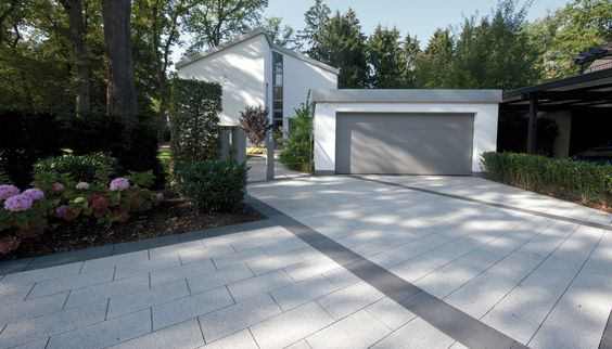 Finden Sie die richtigen Pflastersteine für Ihre Einfahrt. Hervorragende Eigenschaften und vielfältige Oberflächen, Farben und Verlegemuster.