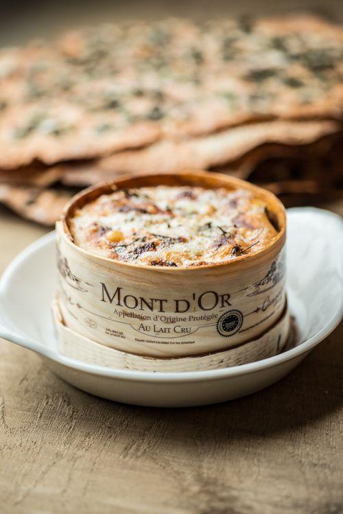 Miam, le Mont d'Or est un véritable délice à déguster chaud en plat ou froid avec le plateau de fromage | Jura, Franche-Comté, France | #JuraTourisme