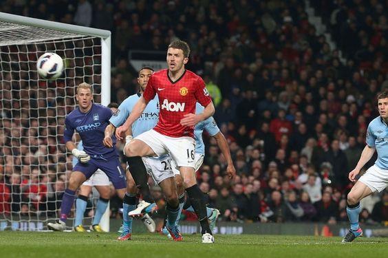 Carrick attacks a United corner