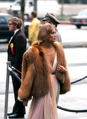Lauren Hutton arriving at the 47th Academy Awards in LA, 1975.