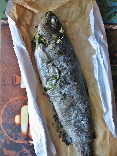 Herb-Roasted Trout <i>En Papillote</i> 香草烤全鱼 ~ Teczcape-An Escape to Food