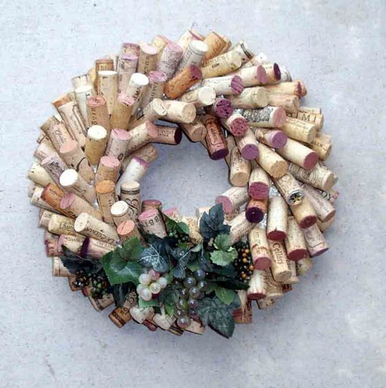 Wine Cork Wreath-I have enough corks to make about 58 of these!