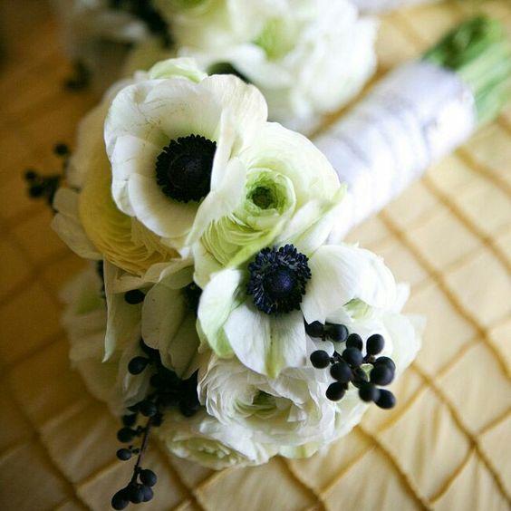 Black & white anemone bouquet.