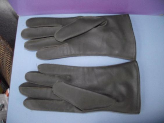 Vintage 1950s/1960s Ladies Winter Green Leather Gloves Size UK 7 1/2 BHS in…