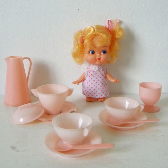 vintage pretend toy - kitchen set - 1960s