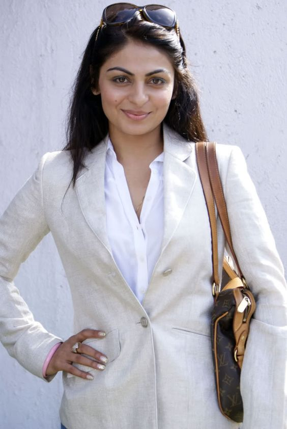 Neeru Bajwa Hot Pics: