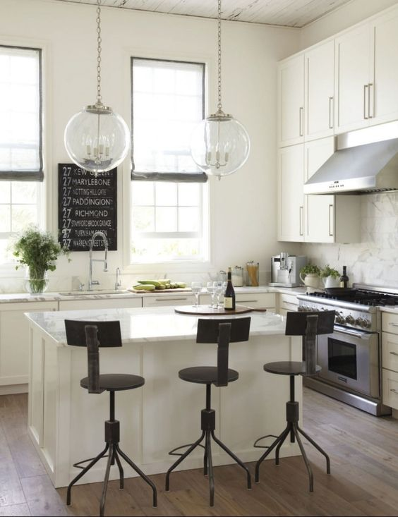 This is what I want my city kitchen to look like, at least today. 2morrow could be different. Photo by Laura Resen for @Lynne {Papermash} {Papermash} {Papermash} {Papermash} {Papermash} Bernard
