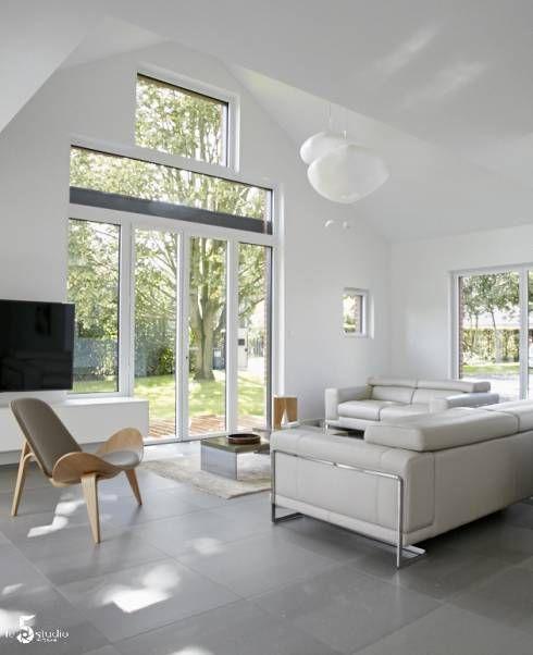 des nuages en suspensions...: Salon de style Minimaliste par Emilie Bigorne, architecte d'intérieur CFAI