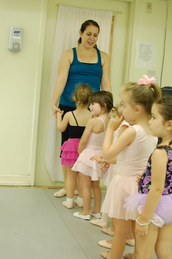Maria writes at Dance Advantage each month but she has so many great ideas for teaching little dancers on her own blog. Do pay her a visit!: Teaching Dance, Good Ideas, Dancers Saim, Dance Teaching, Uptown Ideas, Tiny Dancers, Maria Writes, Dance Studio Ideas, Dance Advantage