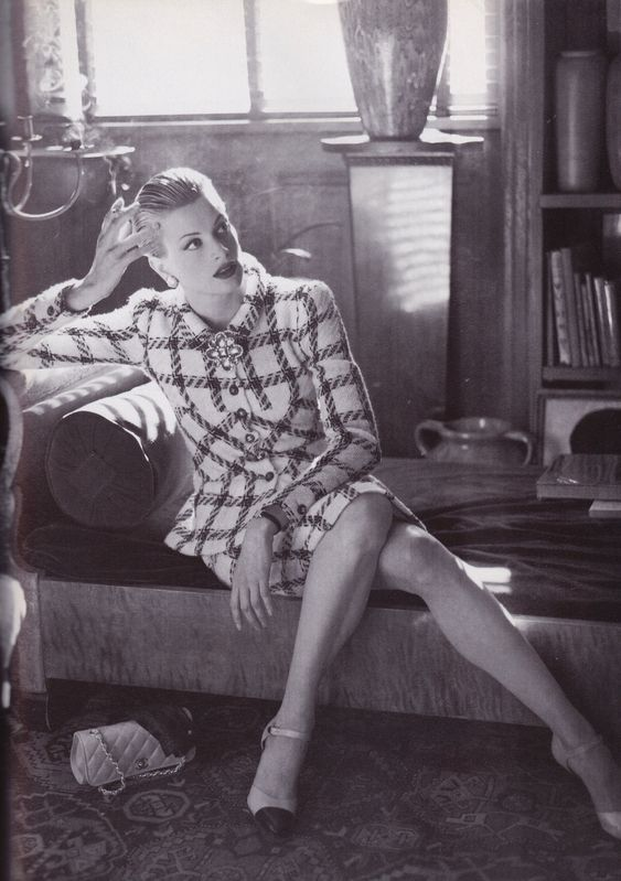 "https://flic.kr/p/HWV1LA | Vogue Italia ""Chic Semplicità  Gennaio 1995 | Kristen McMenamy shot by Steven Meisel"