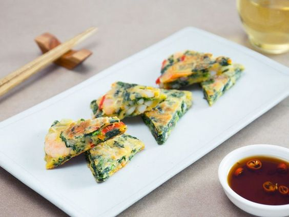 Cách làm món bánh trứng chiên hải sản đậm vị Hàn