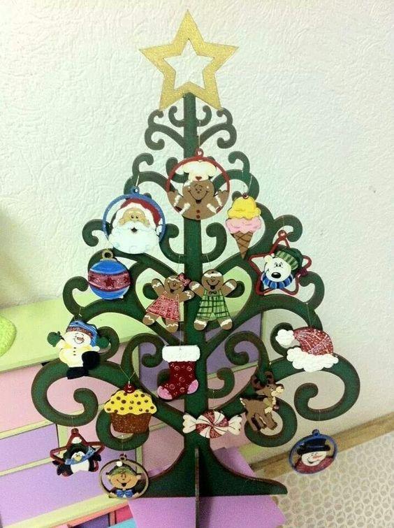 Arbolito de navidad con esferas de madera country pintado ...
