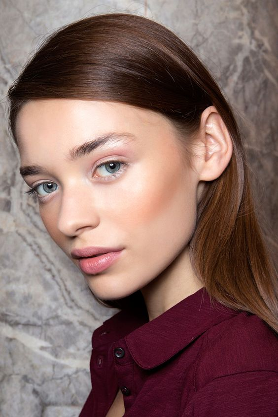 Consider these fresh beauty looks for summer at @stylecaster | light pink shadow, contour