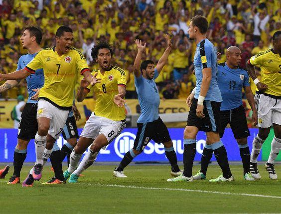 Así celebró la Selección Colombia los goles de Aguilar y Mina frente a Uruguay | EL PAIS
