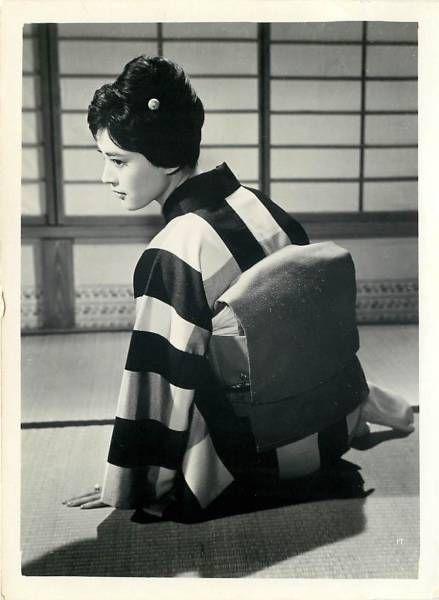 Press photo for A Woman's Uphill Slope (Onna No Saka, 女の坂), 1960, directed by Kozaburo Yoshimura (吉村公三郎) and starring Mariko Okada (岡田茉莉子).