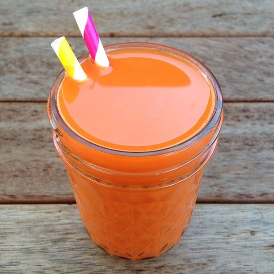 Raw till 4 Carrot and ginger juice. So simple but such a beautiful combination. 801010 raw till four vegan cold pressed