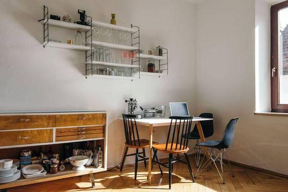 Lichtdurchfluteter Essbereich einer schönen 2-Zimmer-Altbauwohnung in München.  Wohnen in München.  #apartment #munich