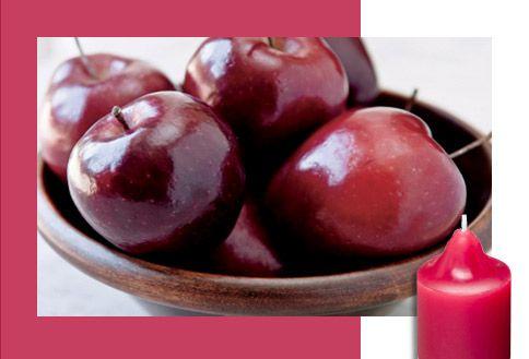 Caoba y Manzana    Sus dramáticos toques de madera te llevan al exterior, donde las manzanas maduras y las peras ácidas le dan un toque fresco y chispeante. Profundo, terreno, sensual.  www.partylite.biz/cwhitmore